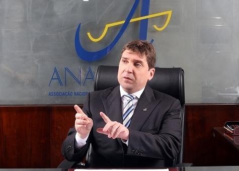 Anamatra diz que lei do trabalho não gera empregos e fomenta precarização